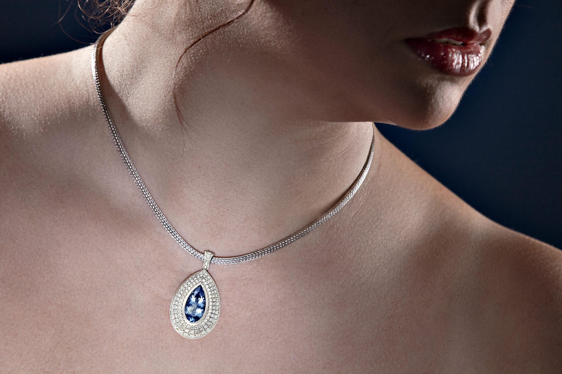 jewelry photography menegoni model aquamarine collier