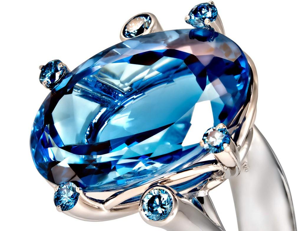Topas Ring Weissgold mit blauen Brillanten Ausschnitt